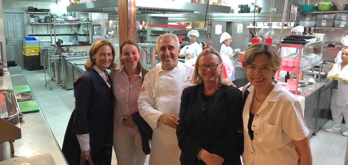 Noreen, Polly, Simonetta and Beth pose with Chef Adolfo at his restaurant in Toledo